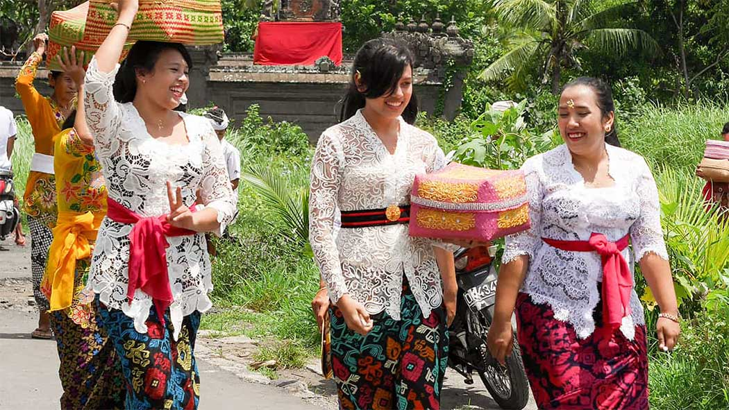 Traditional Balinese Clothing, Previously Balinese Women Never Wore Tops